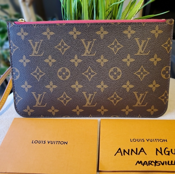 Louis Vuitton Handbags - 2019 Louis Vuitton Neverfull MM pochette